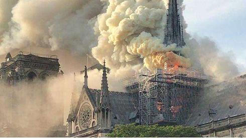巴黎圣母院大火的警钟为谁而鸣